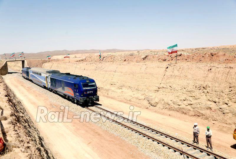 توجه ويژه حوزه ناوگان به دانش بنيان شدن / بهره گيري از حداكثر توان تمام نهادهاي مالي كشور در جهت توسعه حمل و نقل راه آهن