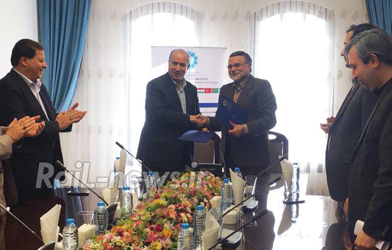 ایران برای خرید ۲۰۰ دستگاه لوکوموتیو با هند تفاهم نامه امضا کرد