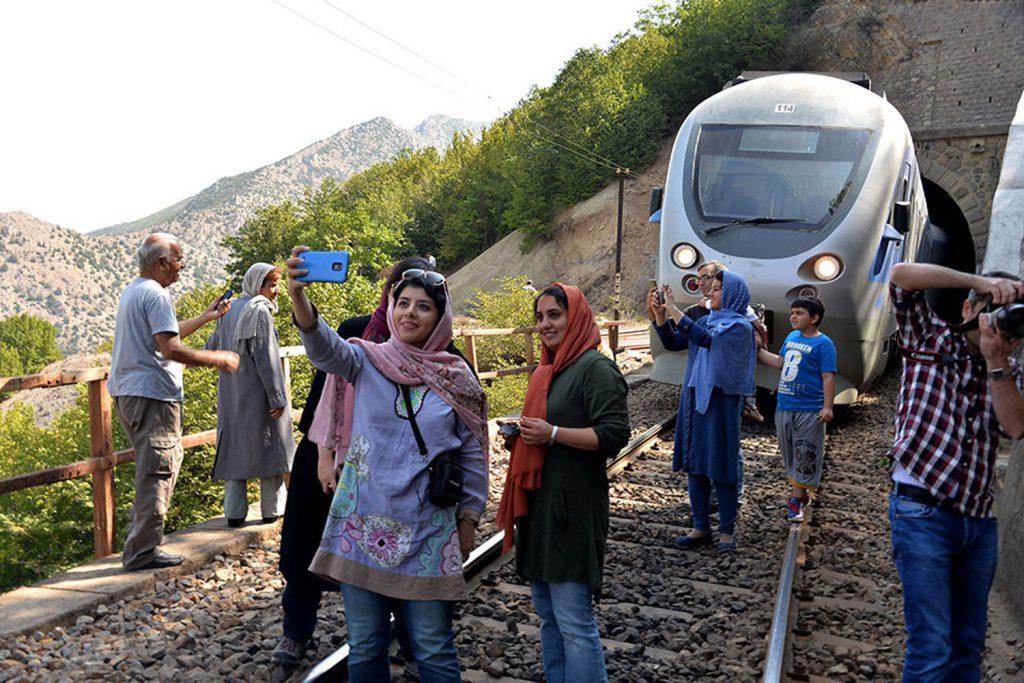 اعزام قطار گردشگری به مناسبت گرامیداشت روز ملی خیام