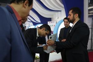 بازدید دکتر محمدزاده از نمایشگاه
