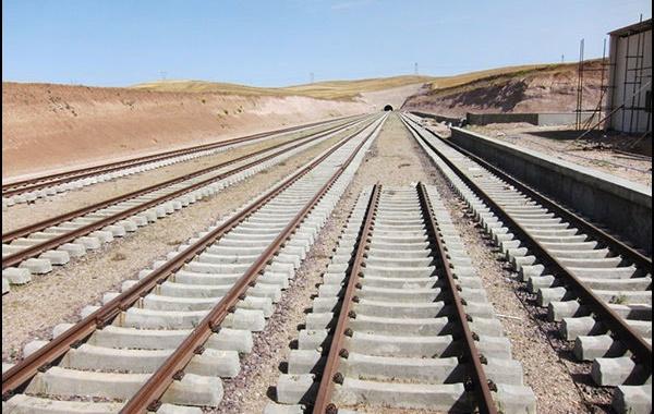 ریلگذاری ایستگاه راهآهن در سنندج