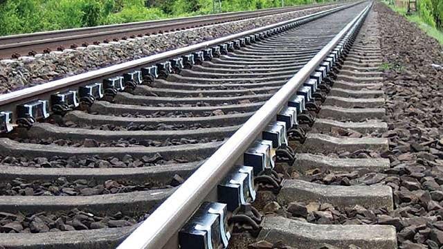 تهاتر نفت ایران با ریل هند منتفی است/ تعهد ذوب آهن برای تحویل 40 هزار تن ریل ملی