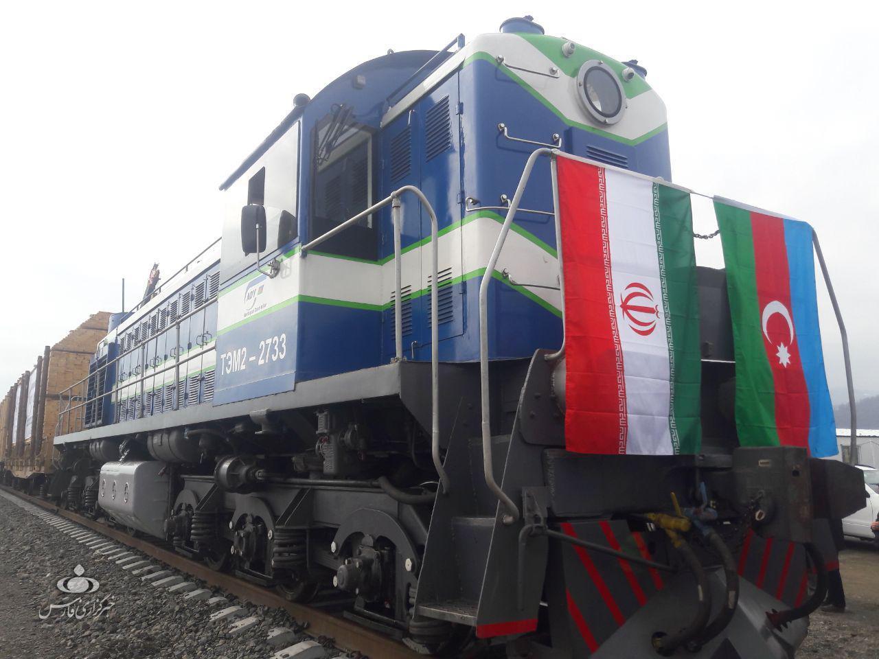 تخلیه و بارگیری بیش از 2000 واگن قطار باری در بارانداز آستارا-آستارا