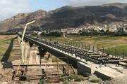 بدست متخصصین ایرانی به اتمام رسید؛ عملیات روسازی بتن پل منجیل