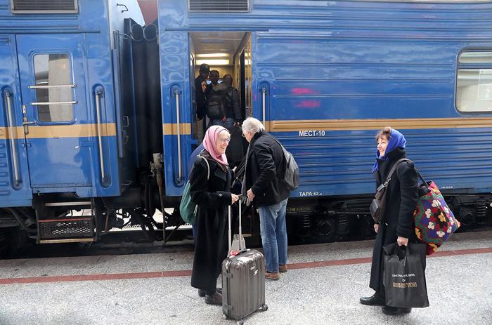 قطار «قلب ایران» وارد سرخس شد؛ 32 گردشگر بینالمللی از تهران به 8 مقصد میروند