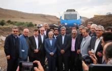 بازدید و حرکت آزمایشی قطار از محور قزوین - رشت با حضور رییس سازمان برنامه و بودجه کشور و مسئولین / گزارش تصویری