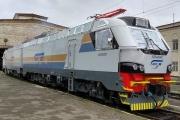 نخستین لکوموتیو مخصوص حمل بارهای سنگین محصول مشترک فرانسه و روسیه به آذربایجان تحویل داده شد