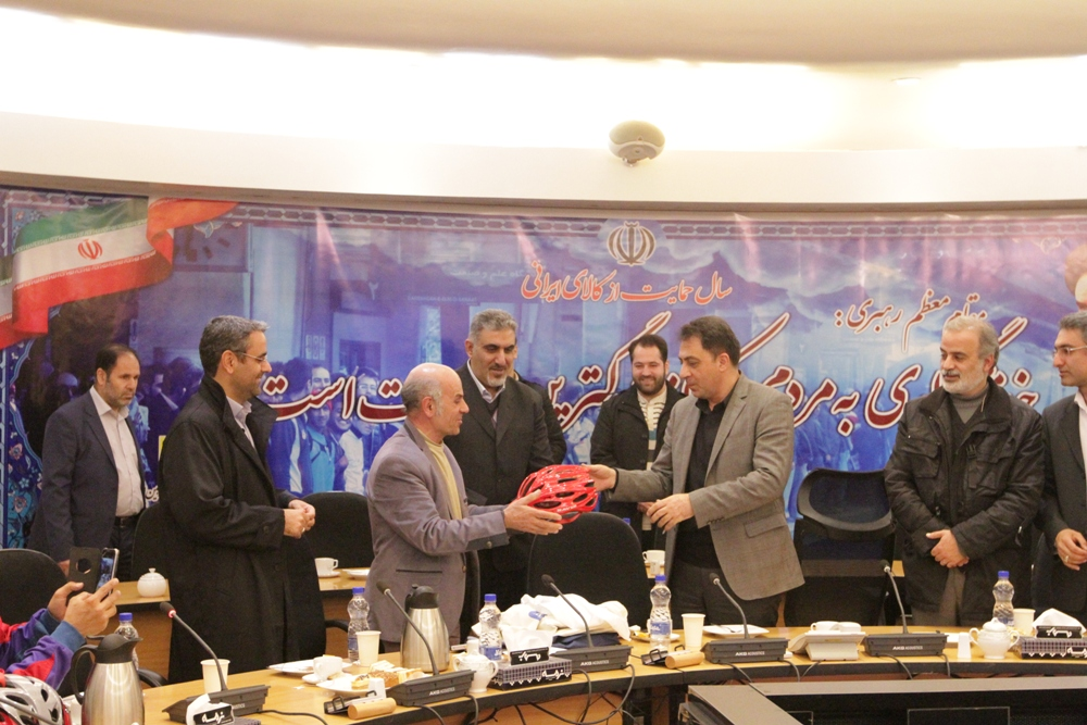 دیدار جمعی از دوچرخه سواران تهرانی با مدیرعامل شرکت بهرهبرداری مترو ي تهران و حومه