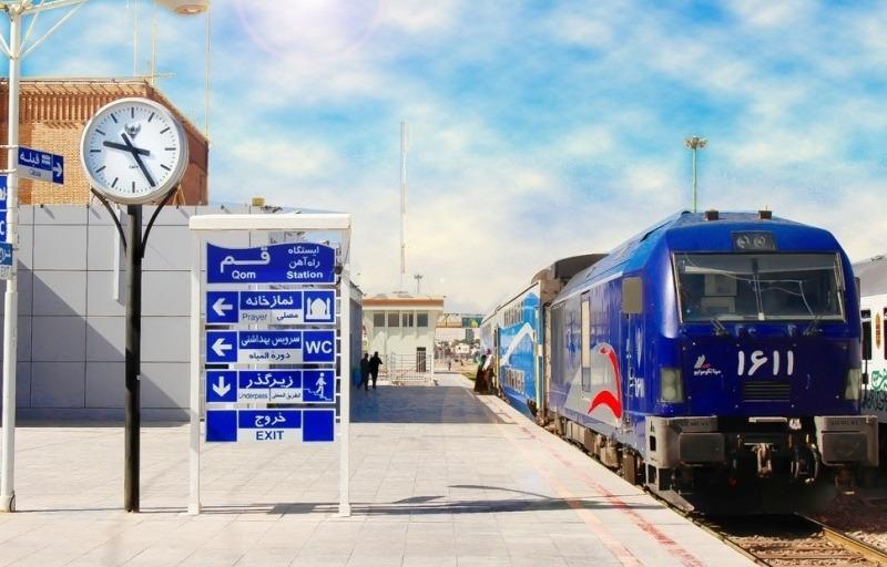بازدید از ایستگاه راهآهن قم/ تاکید بر قرارگیری ایستگاههای راهآهن در قلب شهرها