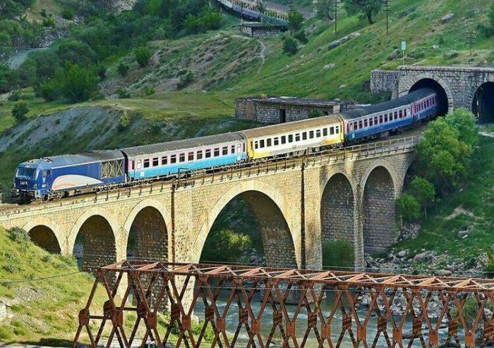 «دور دور» روی ریل/درباره قطارهای گردشگری به بهانه سفر قطار گردشگری اراک به مقصد استان لرستان
