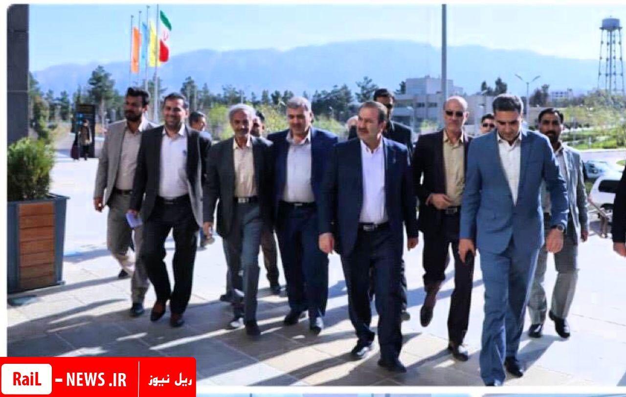 بازدید استاندار فارس از ایستگاه راه آهن شیراز و نظارت برا اعزام مسافران سیل زده