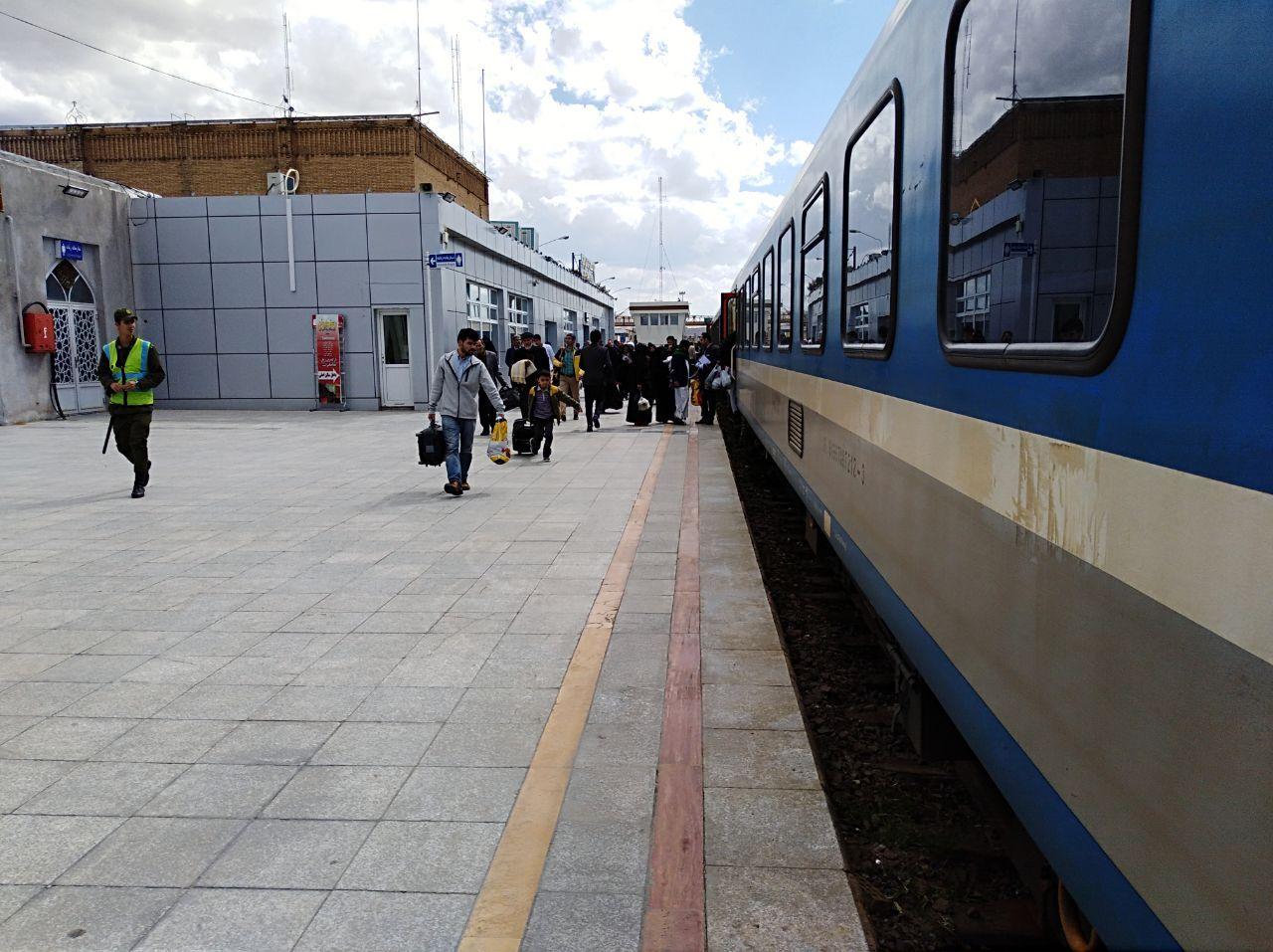 جابجایی 2 میلیون و 364 هزار نفر مسافر در سال 97 توسط راه آهن قم