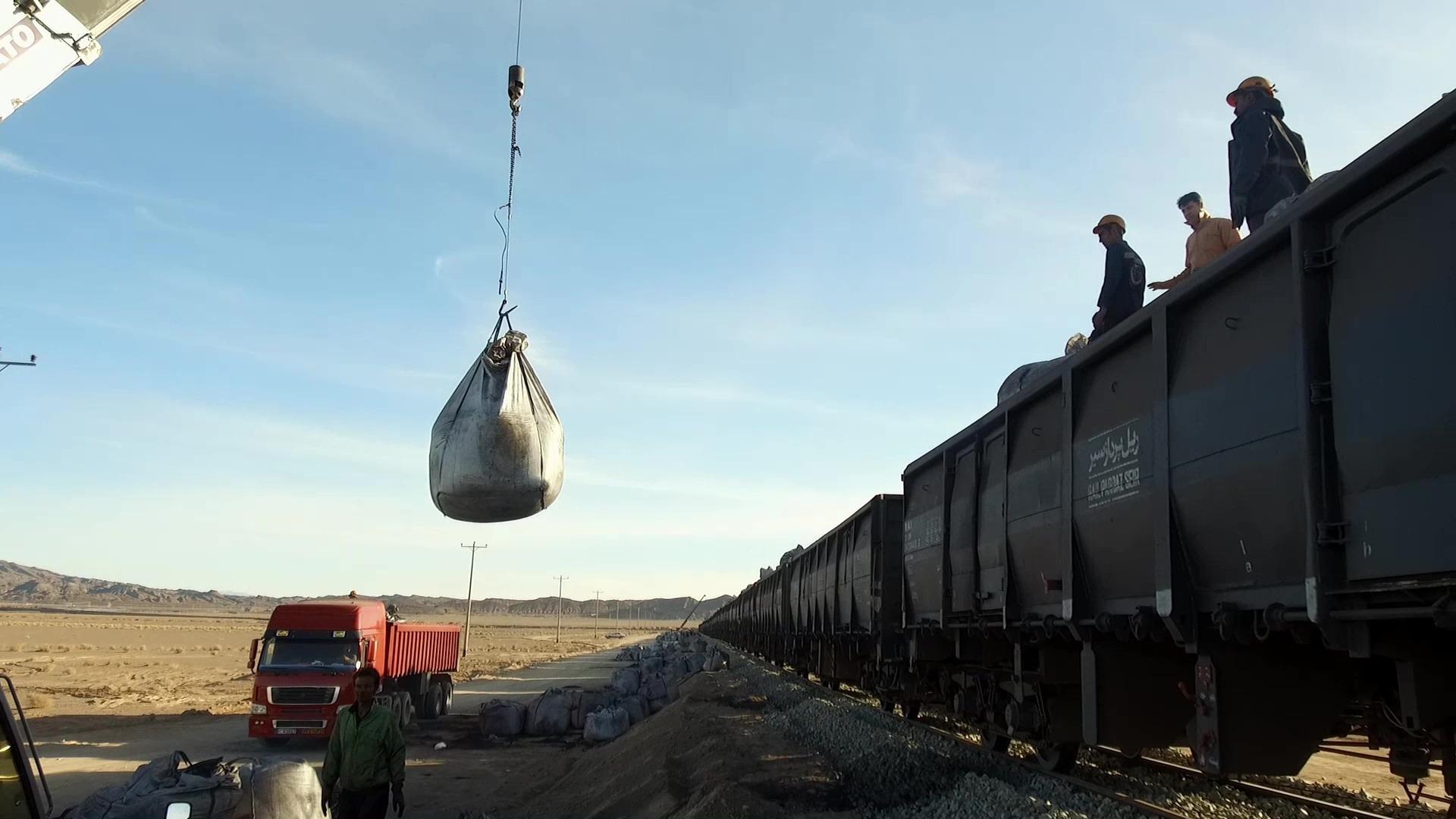 افزایش ۶۰ درصدی حمل بار در راه آهن شرق