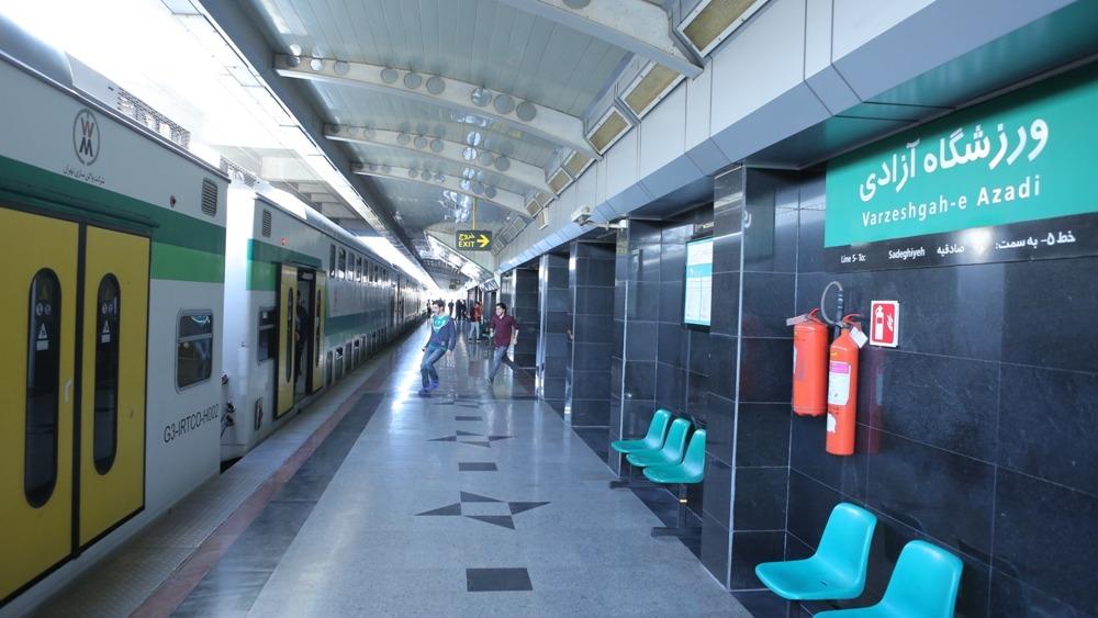 خدمات رسانی شرکت بهره برداری متروی تهران به تماشاگران دربی ۹۰