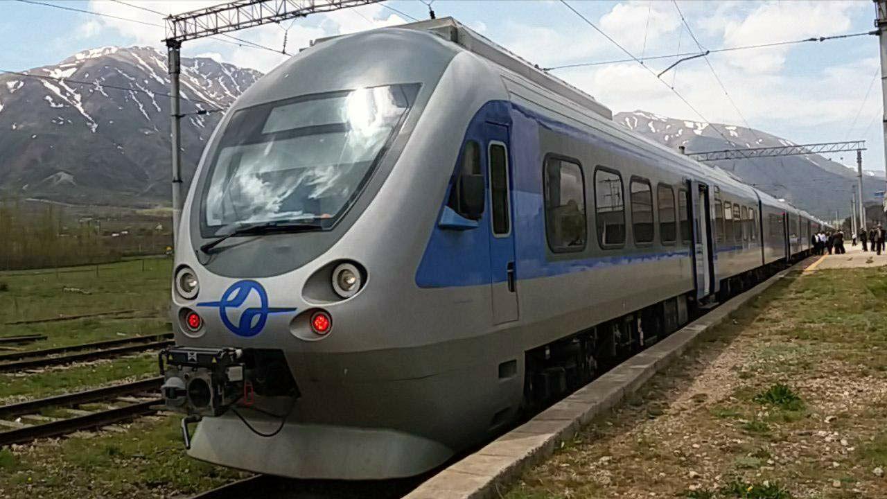 نخستین قطار حامل خانواده محترم شهدا از بستان آباد عازم مشهد الرضا شد