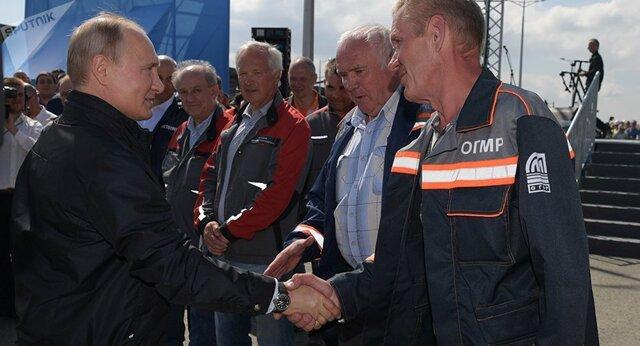 پوتین خط آهن پل کریمه را افتتاح کرد