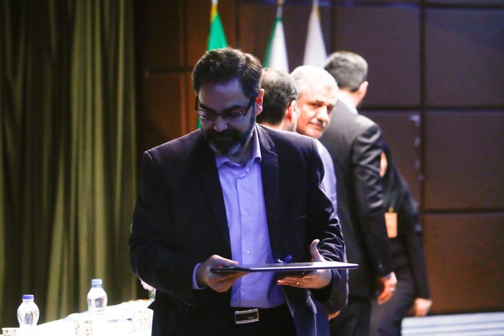تقدیر از مدیر ارتباطات و اموربین الملل شرکت بهره برداری متروی تهران و حومه برای پاسخگویی به پیام های مردم