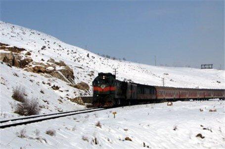 رفت و آمد روان قطارهای منطقه آذربایجان با وجود برف و کولاک
