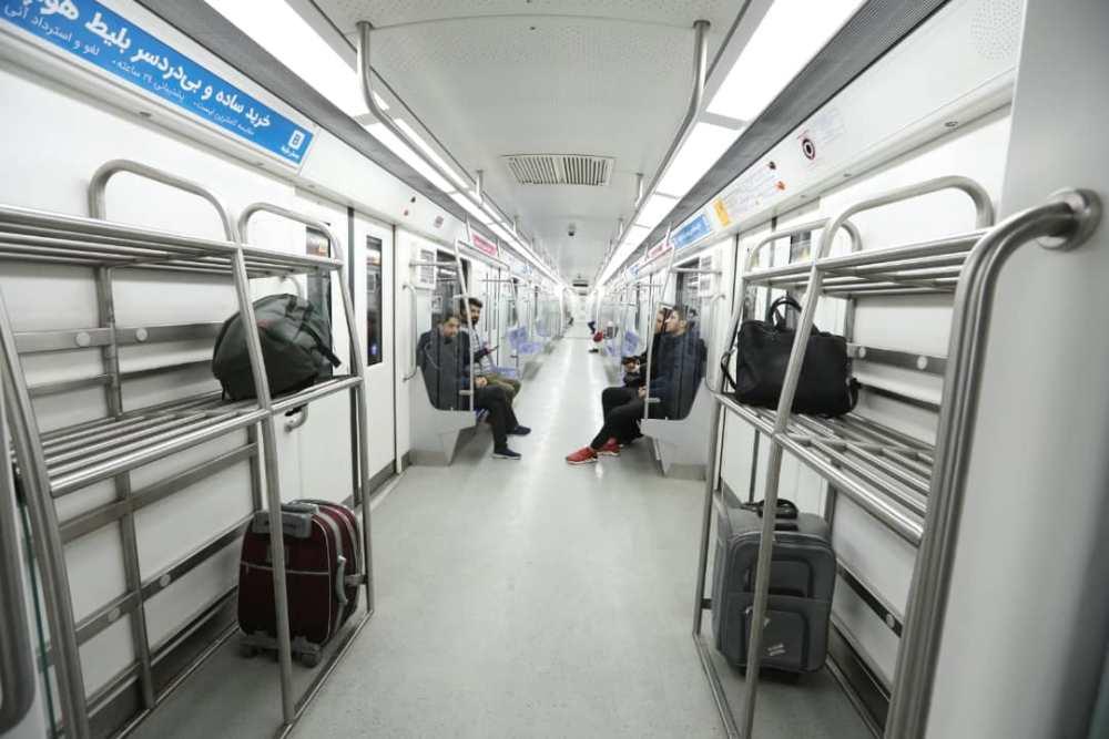 استفاده از قطار سه واگنه مترو مخصوص فرودگاه در خط فرودگاه امام خمینی (ره)