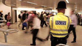 پلیس انگلیس برای نظارت بر مقررات منع آمد و شد به صحنه آمد