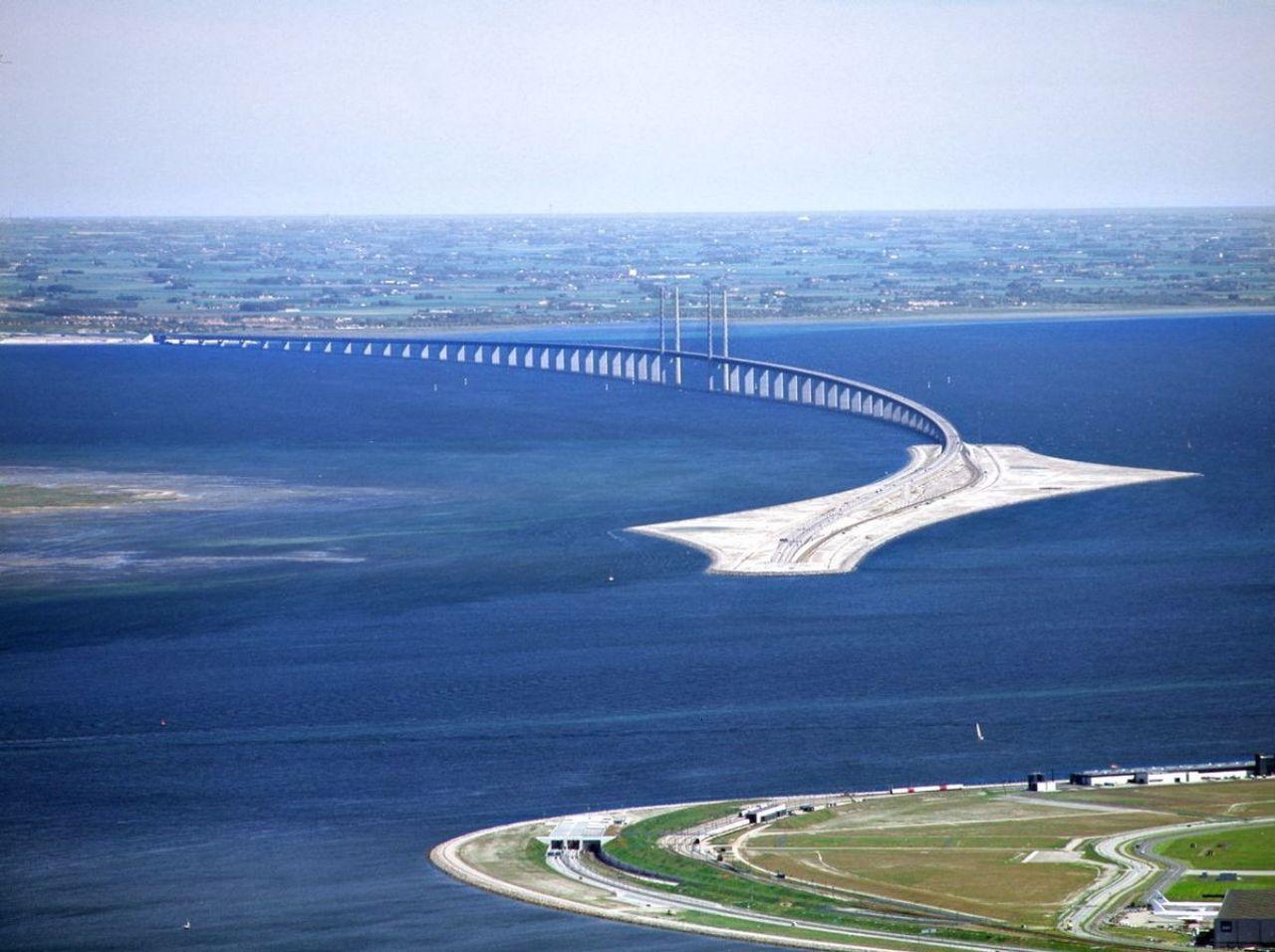 """پل ریلی جاده ای معروف """"اورسوند"""" مرز بین دانمارک و سوئد + عکس"""