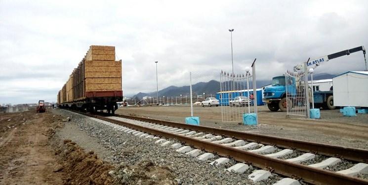 جدا شدن ۳۶ واگن از قطار باری ۵۰ واگنی/هوشیاری مأموران لکوموتیو امداد مانع حادثه شد