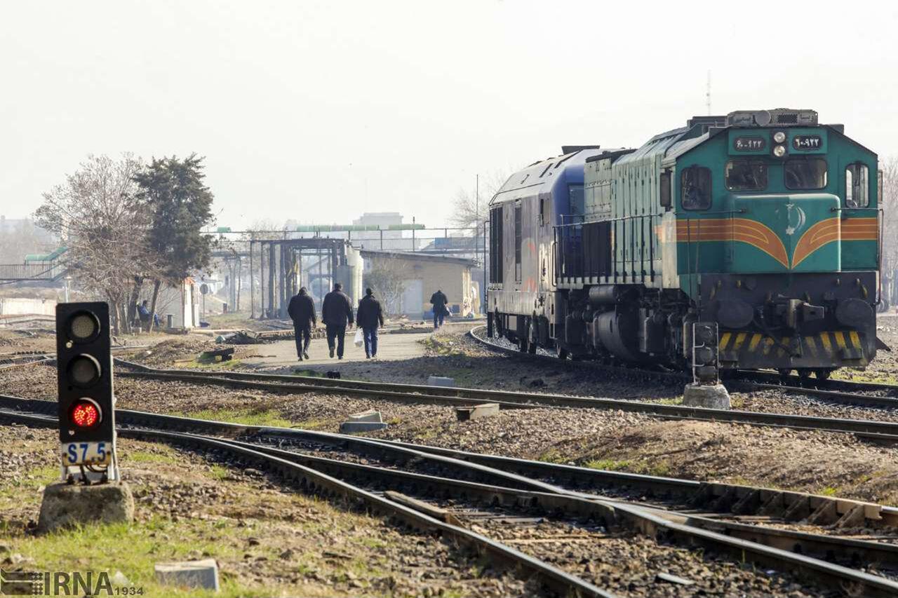 تخلیه و بارگیری یک میلیون و ۷۰۰ هزار تن بار در راهآهن یزد