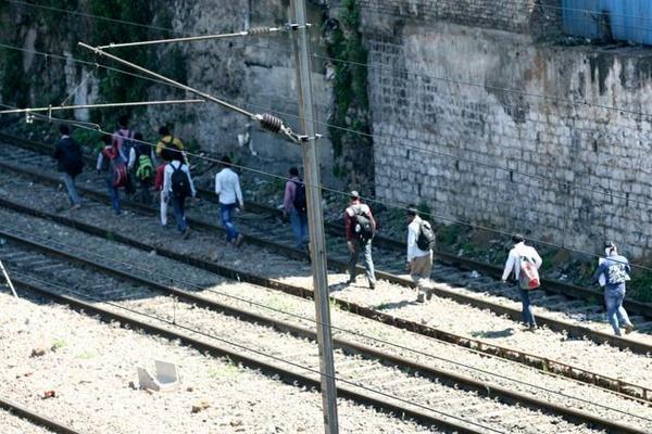 عبور قطار از روی ۱۵ کارگر هندی