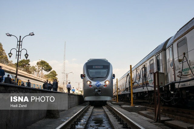 برقراری قطار دو طبقه در مسیر همدان- تهران