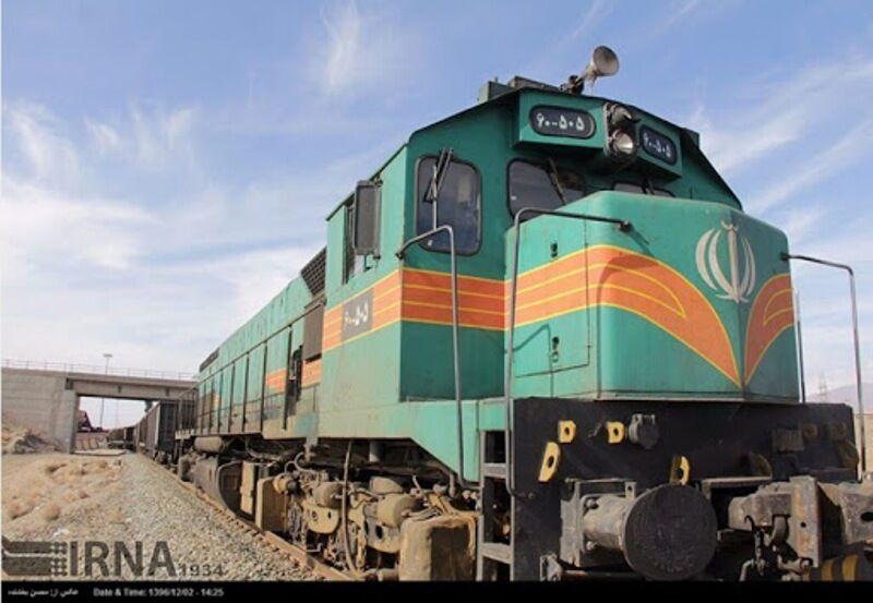 پیگیری توسعه ایستگاه راهآهن شازند/ایستگاه راهگرد مرکز بارگیری قطارها میشود