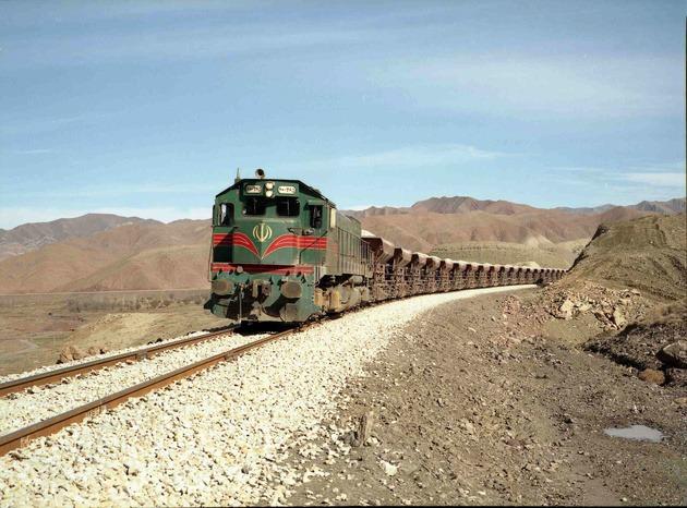 ضرورت سرمایه گذاری صنایع نفت و گاز در اتصال ریلی اهواز به شیراز و بوشهر