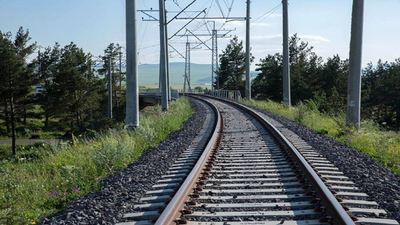 ریل باس فعلا به جای قطاربرقی مشهد- گلبهار