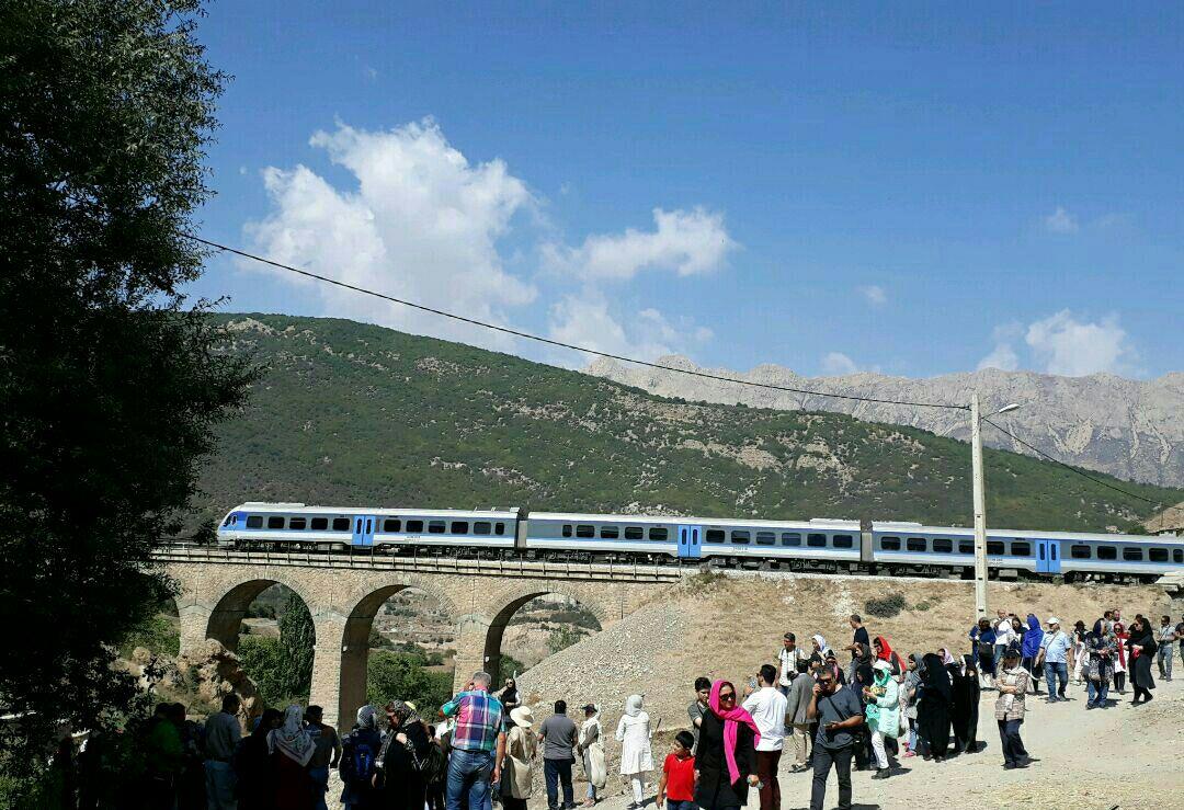 سال آينده 53 ميليون نفر از طريق راه آهن در كشور جابه جا مي شوند