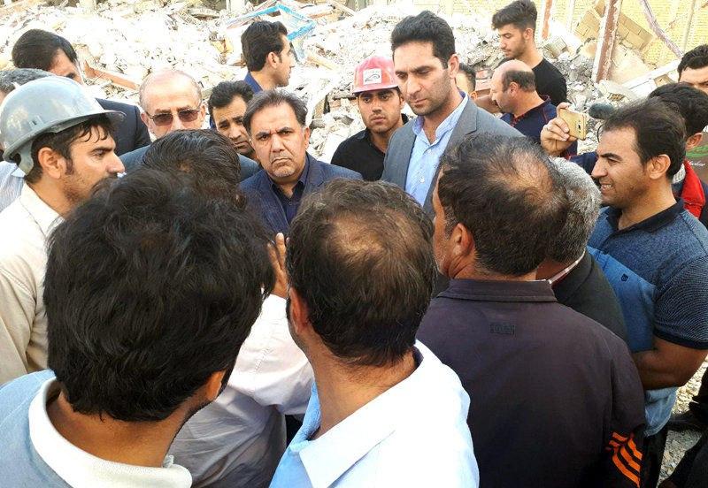 بازدید وزیر راه و شهرسازی از مناطق زلزلهزده