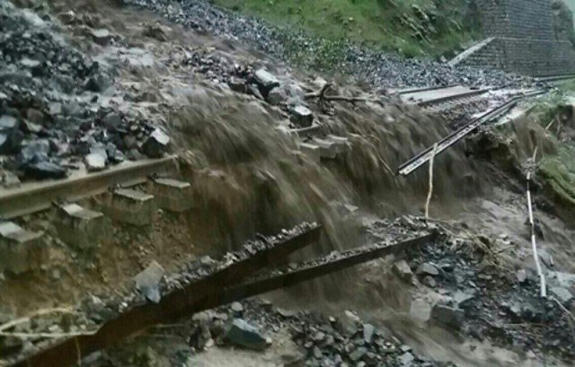 تخریب بخشی از خطآهن میانه – زنجان با جاری شدن سیل