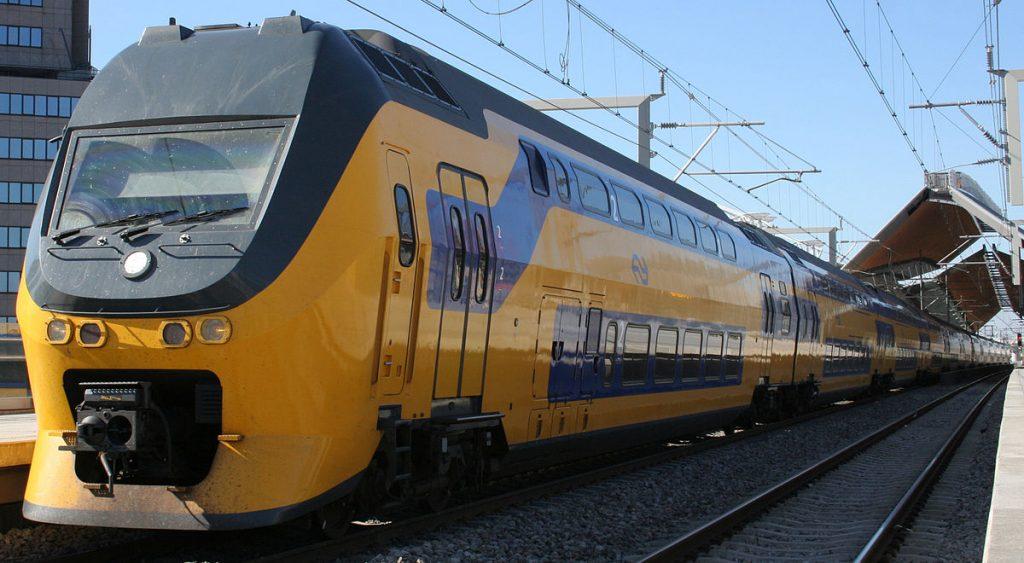 تایم لپس زیبا از حرکت قطار در آمستردام هلند