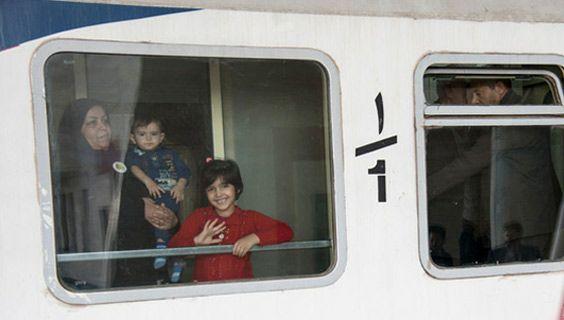 خانواده شهدا ساعاتی دیگر با قطار ارومیه به مشهد میرسند
