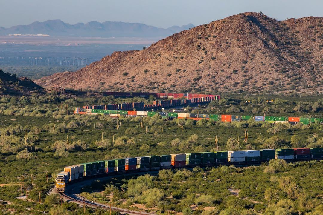 کلیپ طولانی ترین قطار دنیا با 682 واگن حامل سنگ آهن BHP استرالیا