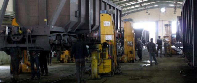 پیشتازی راهآهن اراک در تعمیر اساسی واگنهای باری