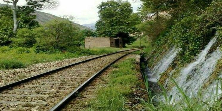 ثبت خاطراتی زیبا از مناظری بکر با قطار گردشگری لرستان + عکس
