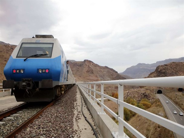 قطار قزوین – رشت هفته جاری با حضور رئیس جمهور افتتاح میشود | اسامی ایستگاهها و محلهای توقف قطار در مسیر رشت