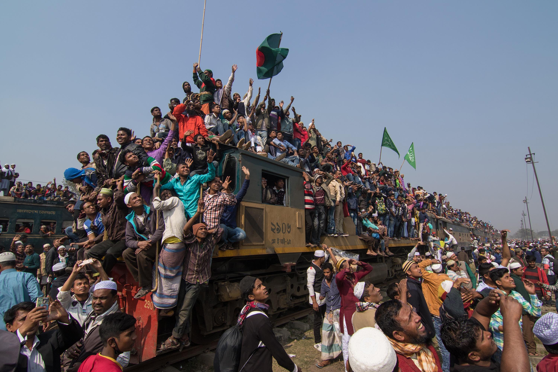تصاویر و کلیپ های دیدنی و جذاب راهآهن بنگلادش / عید دیدنی به سبک قطارهای بنگلادش