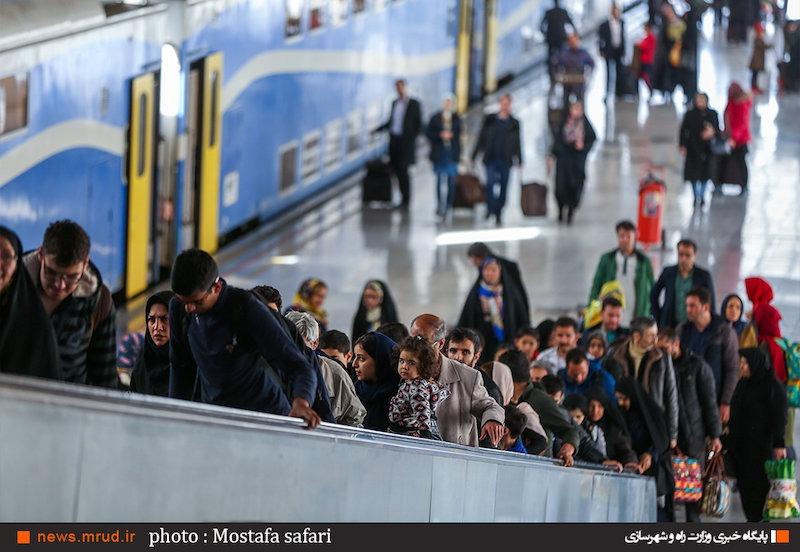 گزارش تصویری از نیمه دوم مسافرتهای نوروزی در ایستگاه راهآهن تهران