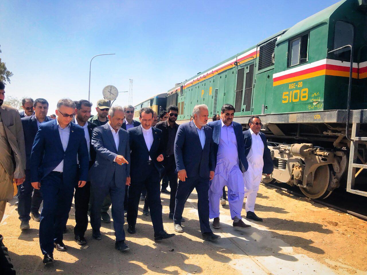 بازدید مدیرعامل راه آهن بهمراه معاون اقتصادی رئیس جمهوری از ایستگاه راه آهن مرزی میرجاوه