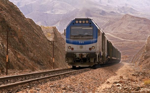 رشد ۱۶۰ درصدی بارگیری در راه آهن اراک