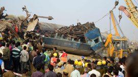 کشته و زخمی شدن دهها نفر در برخورد دو قطار در پاکستان