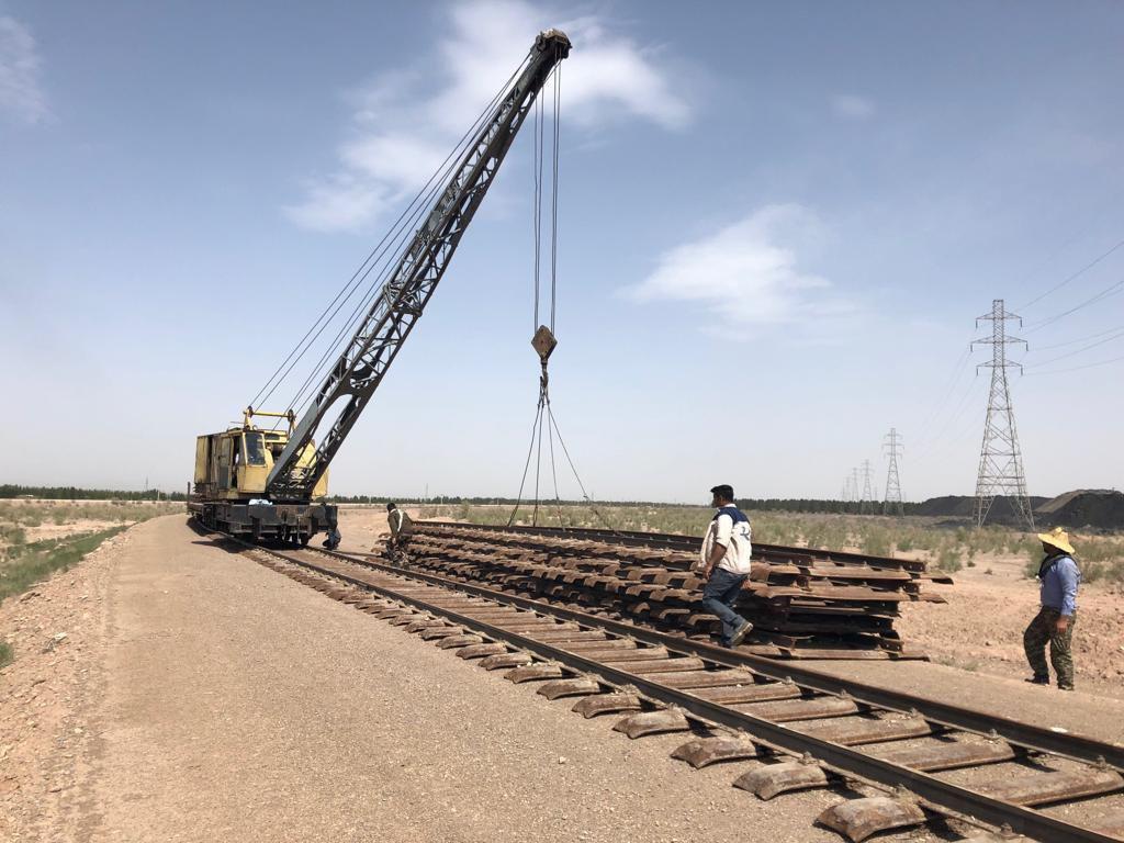 پیشرفت ٨٠ درصدی پروژه اتصال معدن جلال آباد و کارخانه فولاد زرند ایرانیان به شبکه ریلی