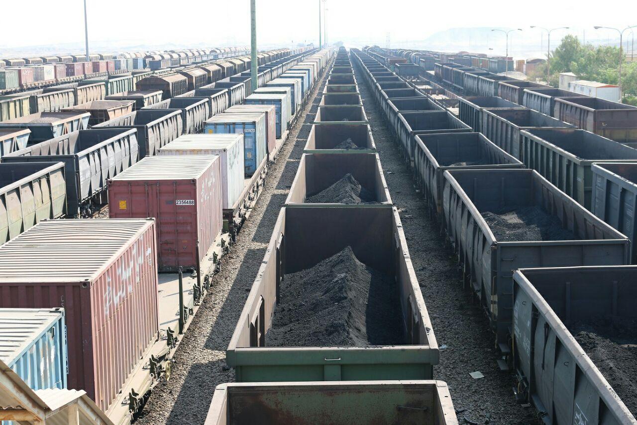 حمل ۵۰۰ هزار تن مواد معدنی در خطوط ریلی اداره کل هرمزگان