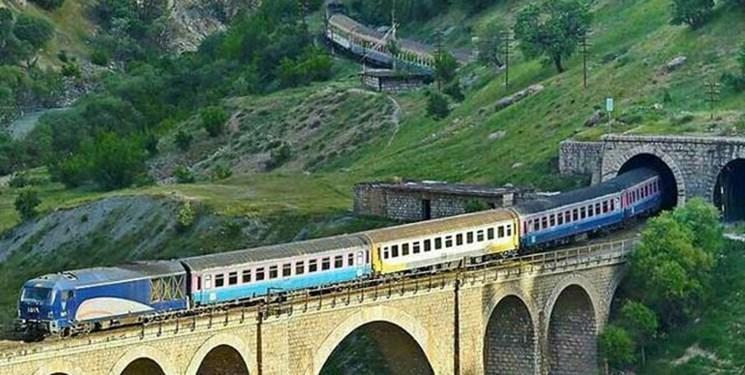 صادرات و واردات ۱۶۴ هزار تن محصول توسط راهآهن لرستان