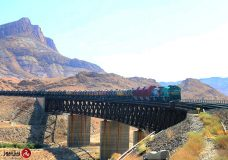نمایش عظمت قطارهای باری سنگین و متراژی در راه آهن هرمزگان